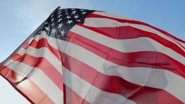 Vlajka Usa mával ve větru