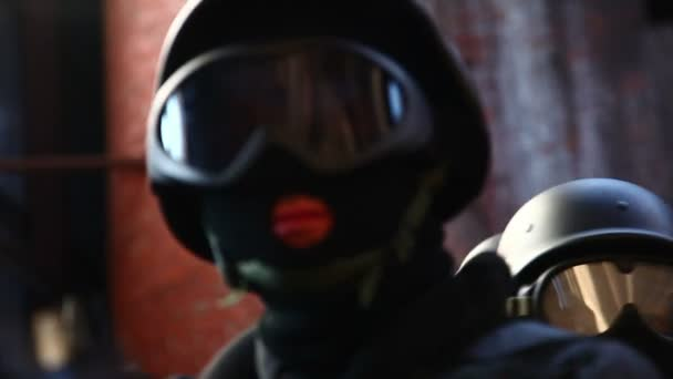 Komando elitních sil na zvláštní přiřazení ve staré opuštěné továrny
