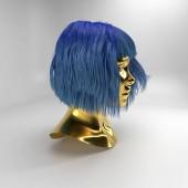 Fényképek 3D visszaadás-ból arany fej manöken paróka a elszigetelt fehér háttér. Absztrakt avatar kék hajjal. Portré gyönyörű cyber lány. Mesterséges intelligencia bot a virtuális valóságban. Vértes robot