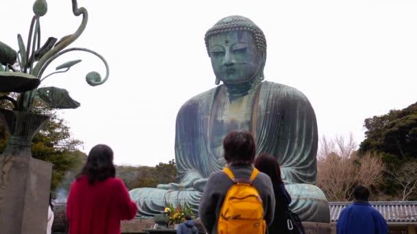 Lidé viweing velká socha Buddhy v Kamakura