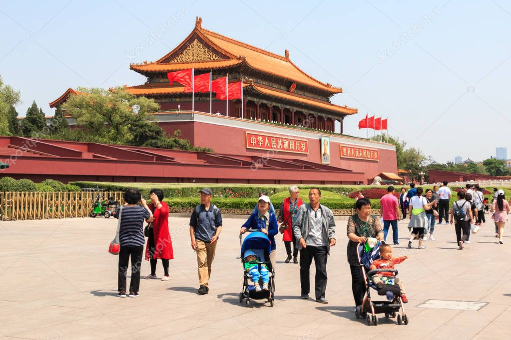 Tourists by the main gate of the forbidden city