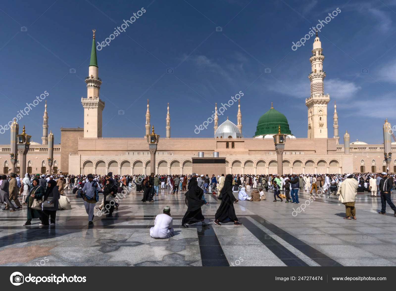 Medina Kingdom Saudi Arabia Ksa Feb Muslims Marching Front