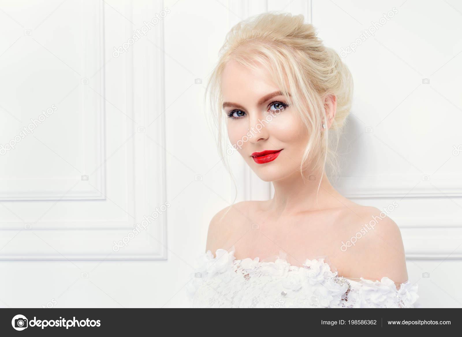 Maquillaje para noche con vestido blanco
