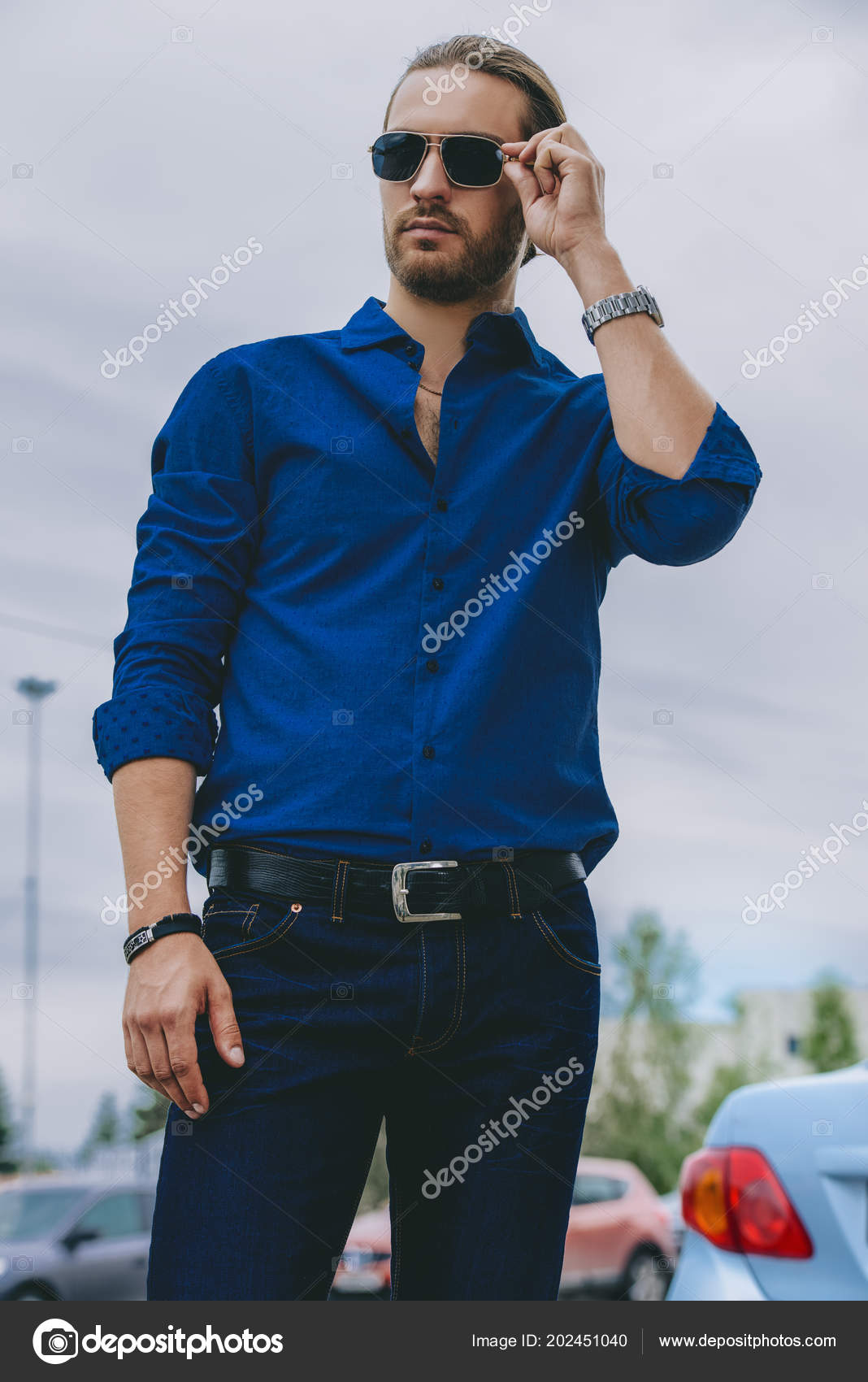 d7249174 Handsome Young Man Jeans Clothes Stands City Street Men Fashion — Stock  Photo