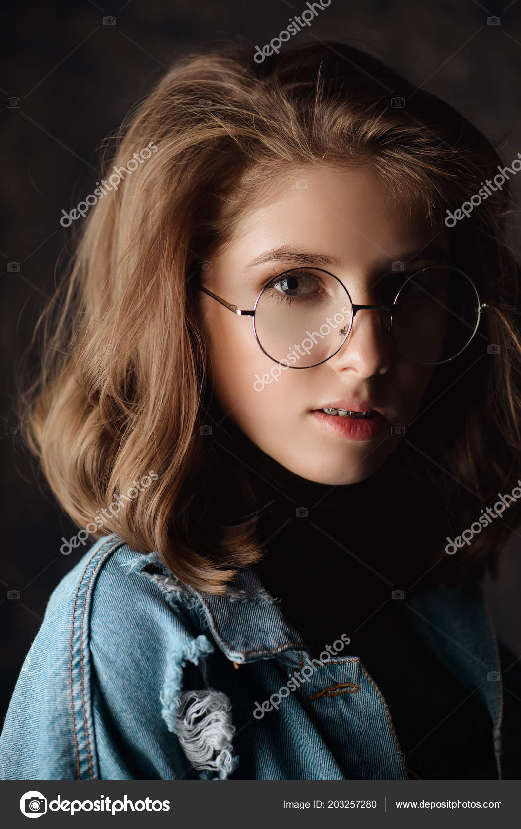 11e137a28e Portrait Cute Girl Teenager Wearing Spectacles Glasses Modern Young  Generation — Stock Photo
