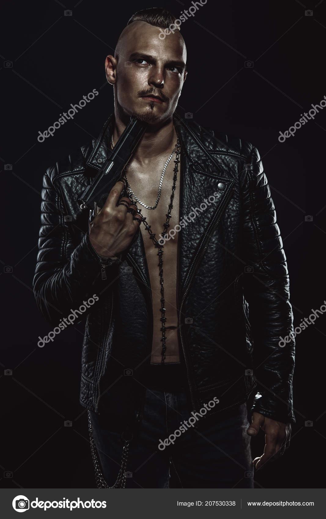 Des Une Noir Armes Porter Portrait Homme Feu Veste Cuir fYwnpW