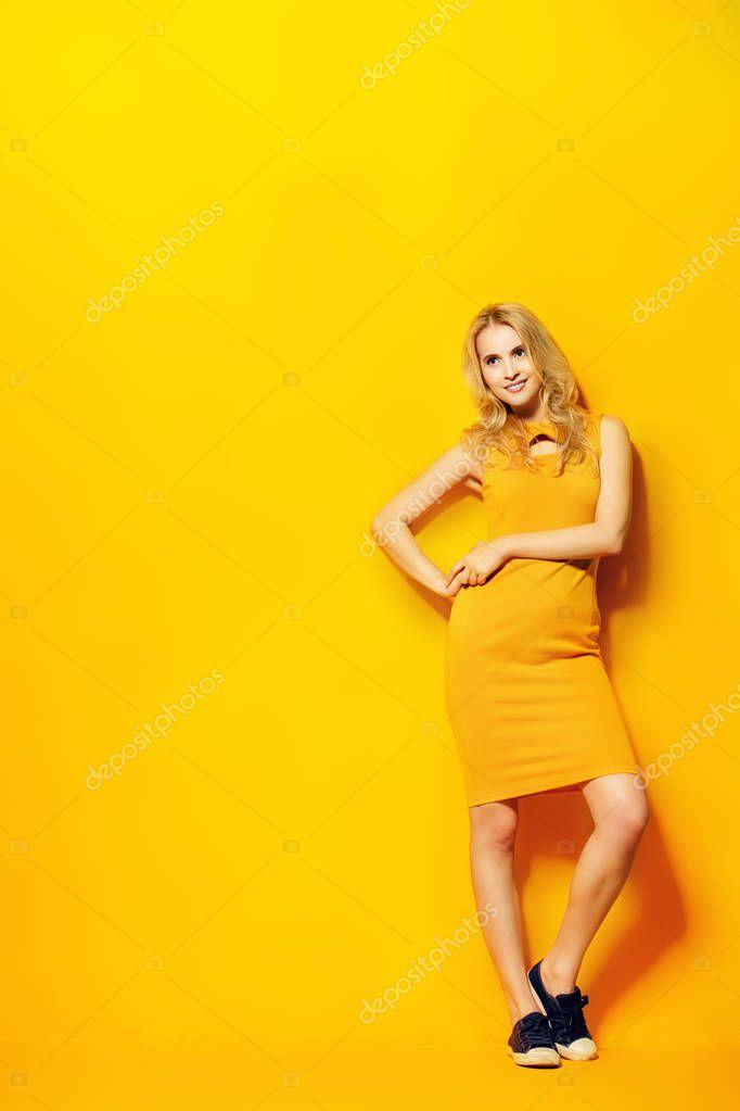 Джеймс броссман и девушка в желтом платье 5