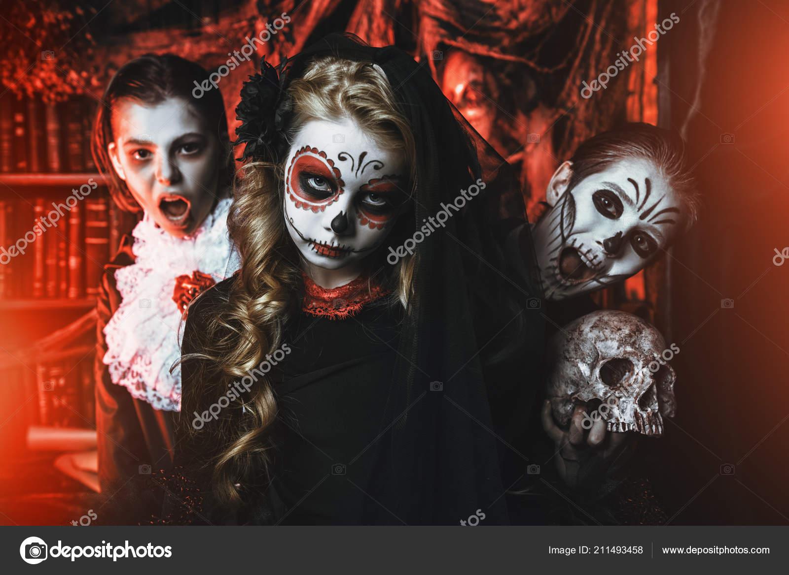 Kinderen Halloween.Halloween Feest Vrolijke Kinderen Carnaval Kostuums Vieren