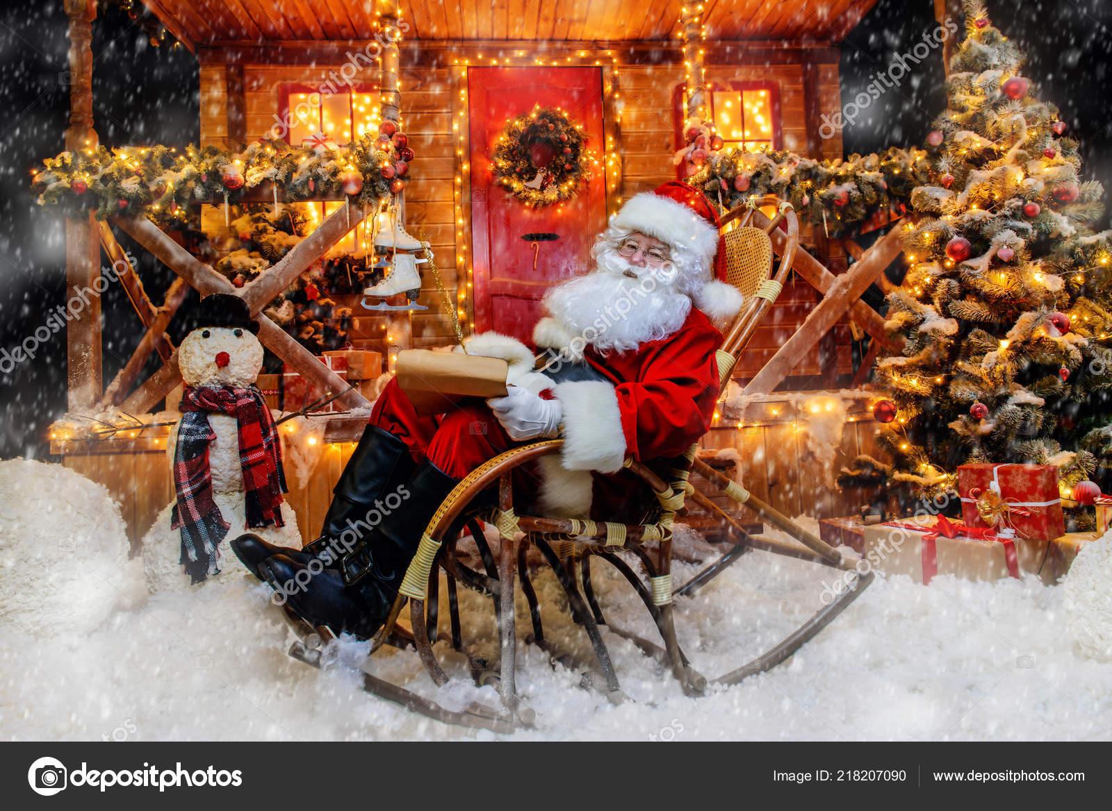 Santa Claus Ist Vorbereitung Auf Weihnachten Schreibt Briefe Haus