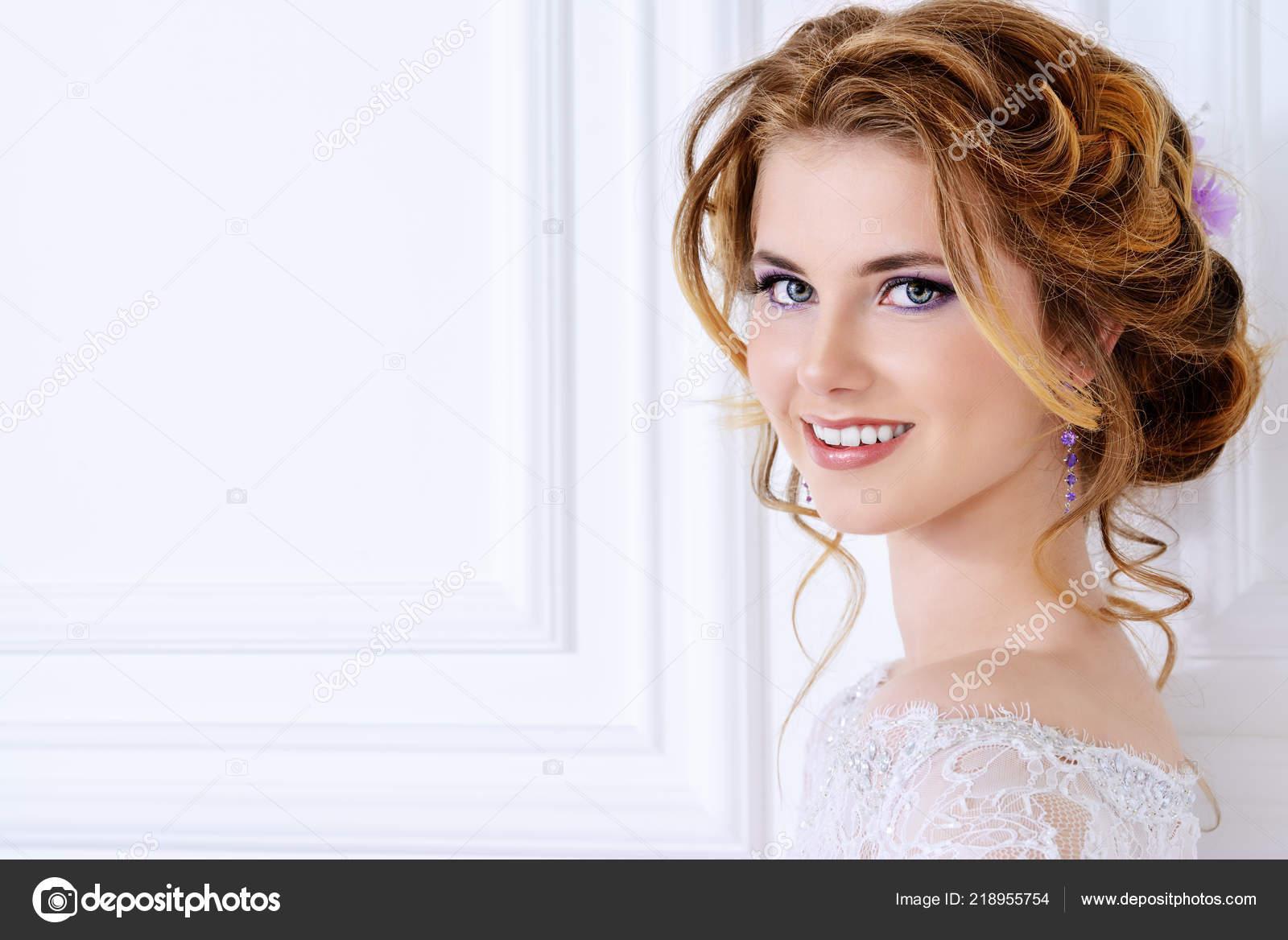 Close Portrait Beautiful Bride Woman Wedding Make Hairstyle — Stock Photo