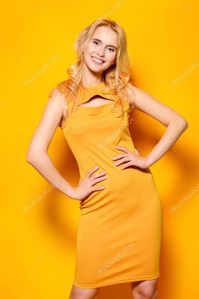 Джеймс броссман и девушка в желтом платье найти нормальную