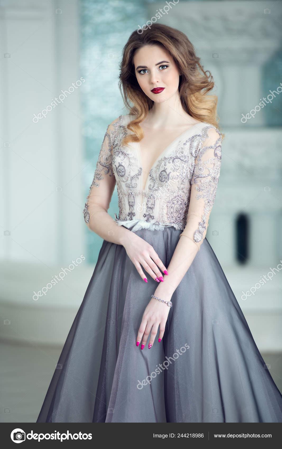 Retrato Una Hermosa Mujer Elegante Vestido Noche Moda