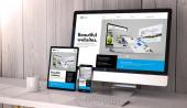 Digitální generovaná zařízení na ploše, citlivý cool web builder design na obrazovce. Všechny obrazovky jsou tvořeny grafikou. 3D vykreslování.