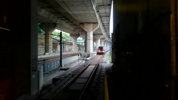 A train arriving to the subway station