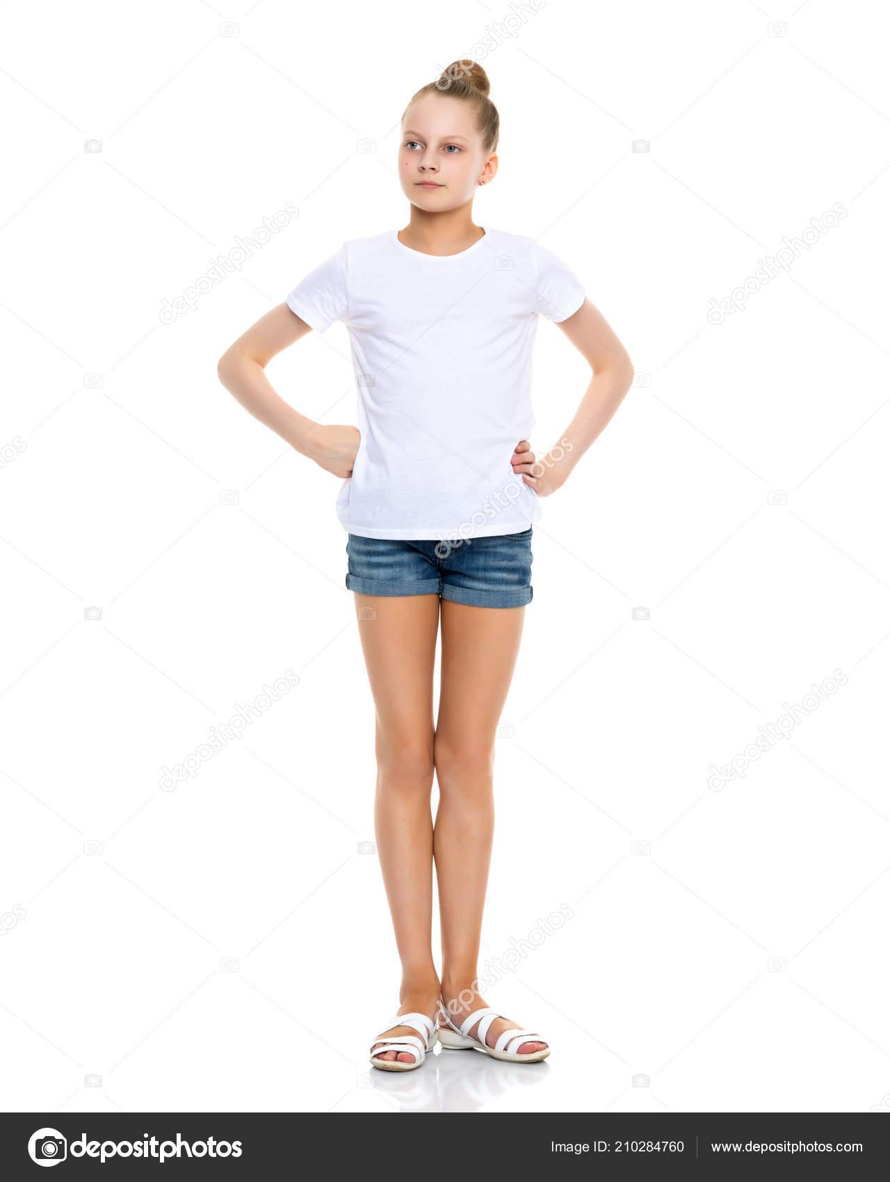 409f4ff6a niña en una camiseta blanca. — Fotos de Stock © lotosfoto1 #210284760