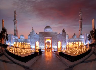 Sheikh Zayed Grand Mosque against sunset in Abu-Dhabi, United Arab Emirates