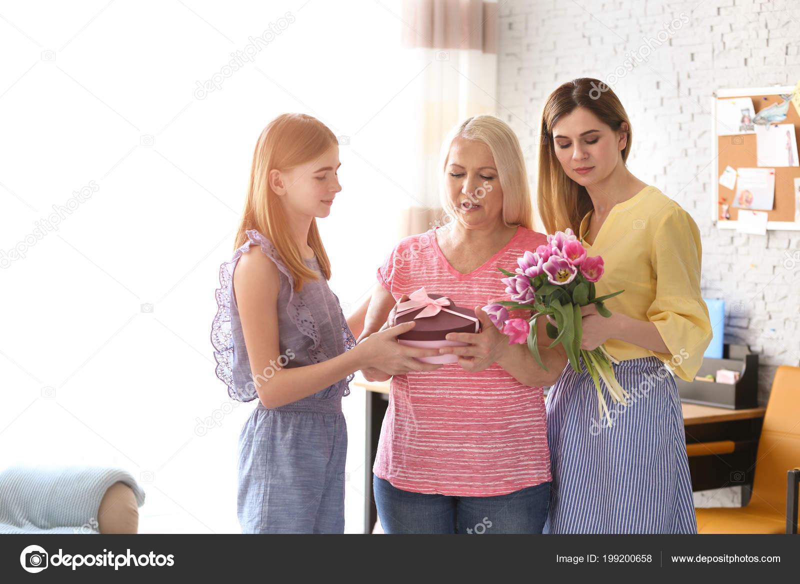 Mature aime jeune fille pour faire l amour [PUNIQRANDLINE-(au-dating-names.txt) 34