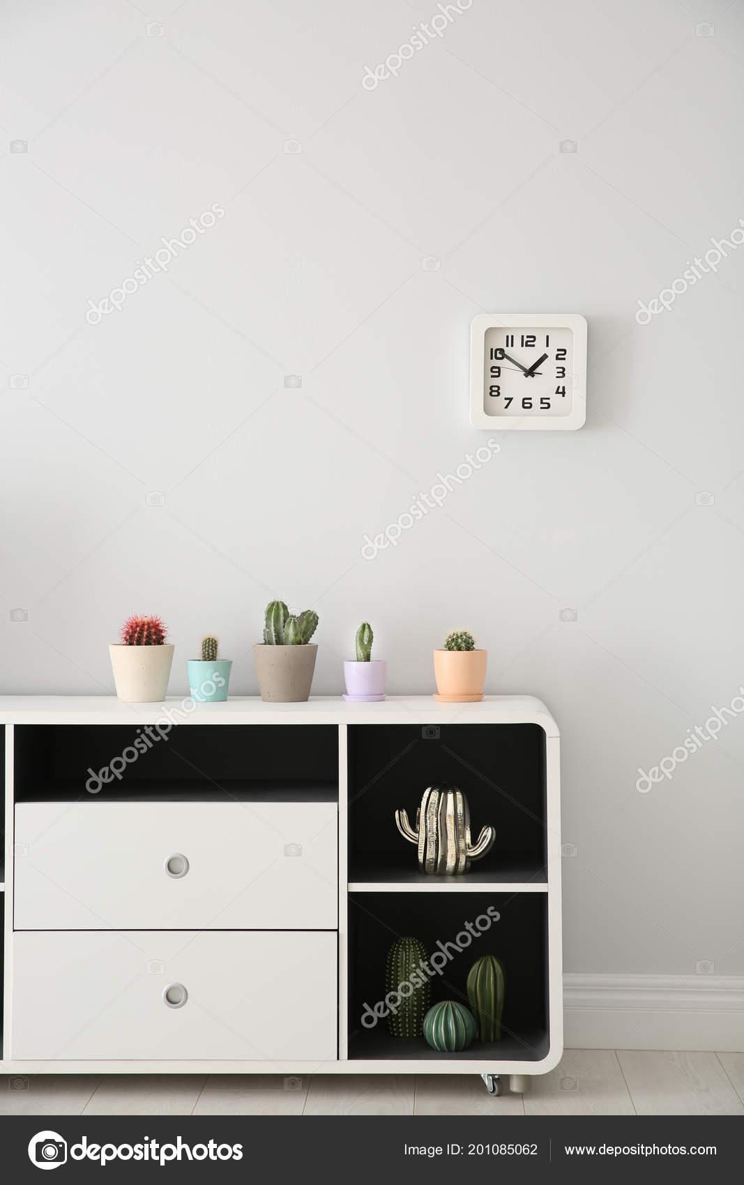 Piękne Kaktusy Doniczki Biały Szafka Wewnątrz Zdjęcie