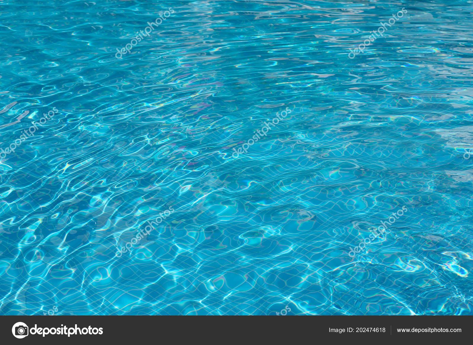 8b2617a353578f Duidelijk Verfrissende Water Zwembad — Stockfoto ...