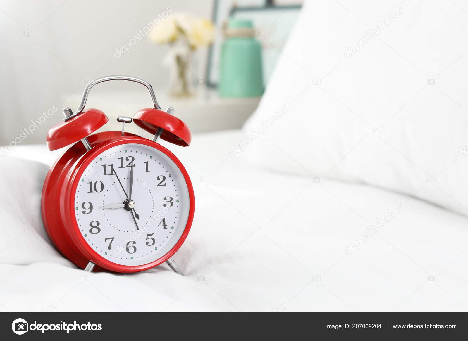 Reloj despertador cama tiempo para despertar fotos de - Tiempo en camas ...