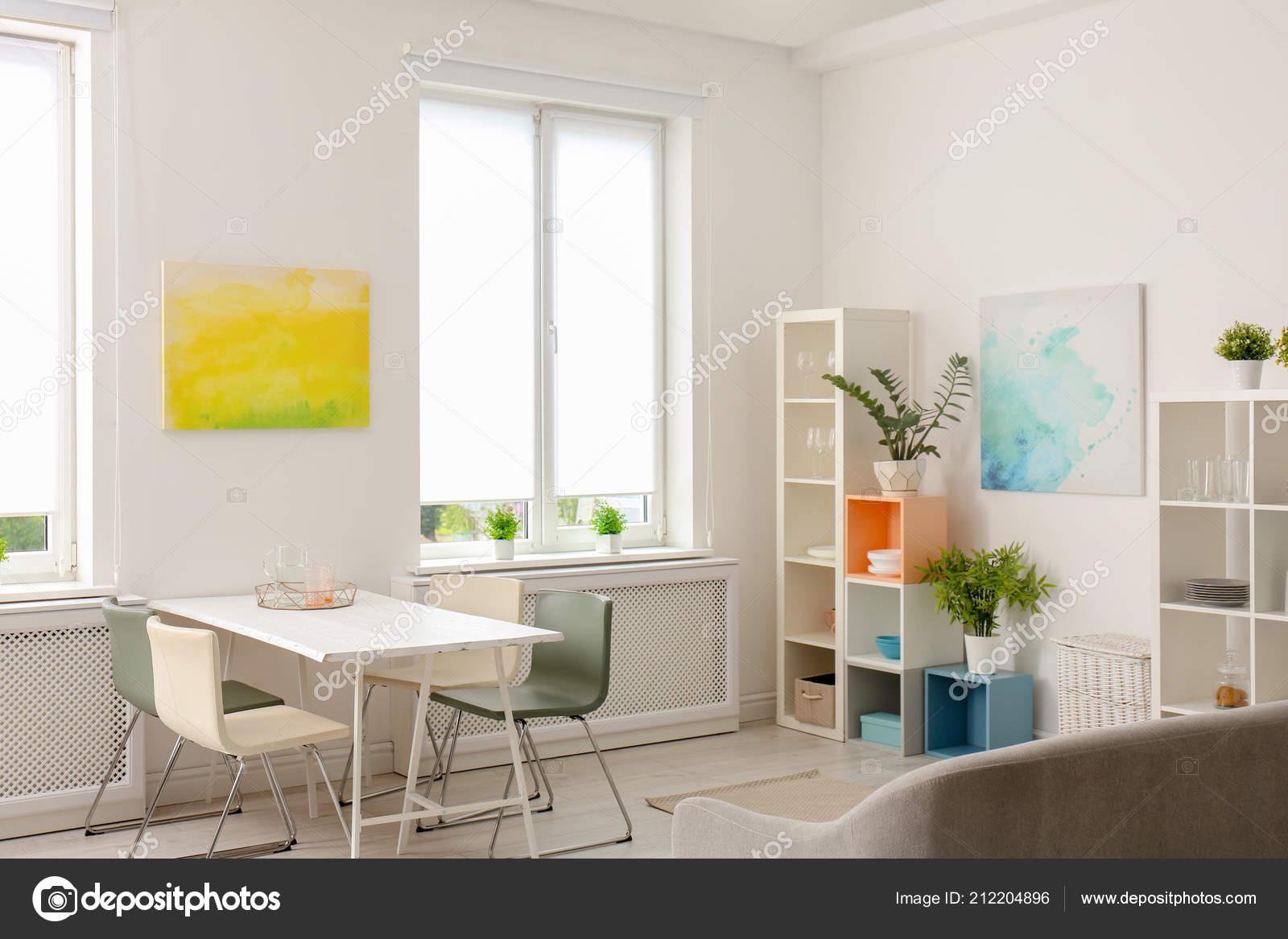 Stijlvolle eetkamer interieur huis design idee u stockfoto