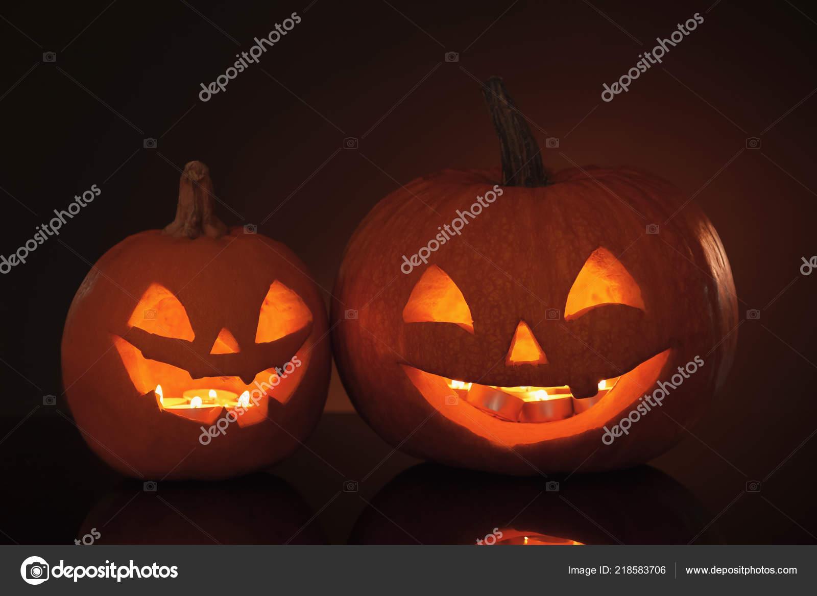 Halloween Pumpkin Heads Glowing Jack Lanterns Dark — Stock