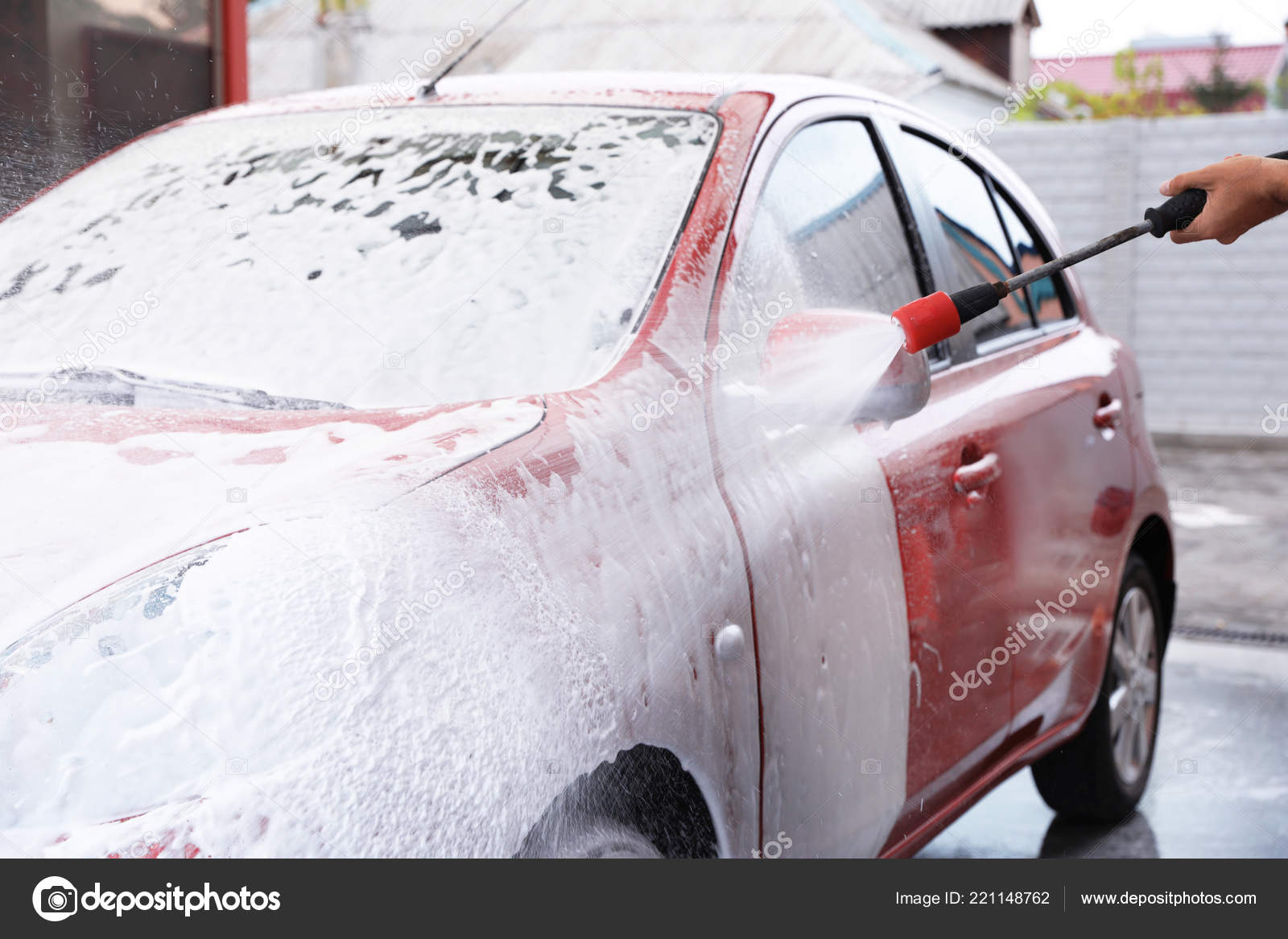 Man Foaming Red Auto Car Wash Cleaning Service — Stock Photo
