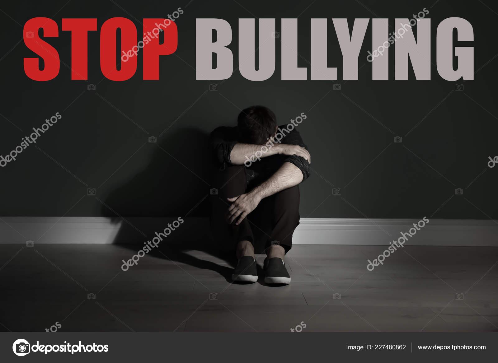 Mensajes Stop Bullying Triste Joven Sentado Piso Junto Pared