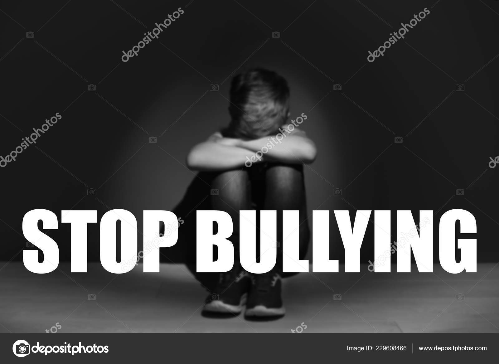 Mensajes Stop Bullying Triste Niño Sentado Piso Junto Oscura