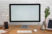 Fotografie Stilvolle Arbeitsplatz mit modernen Computer am Schreibtisch