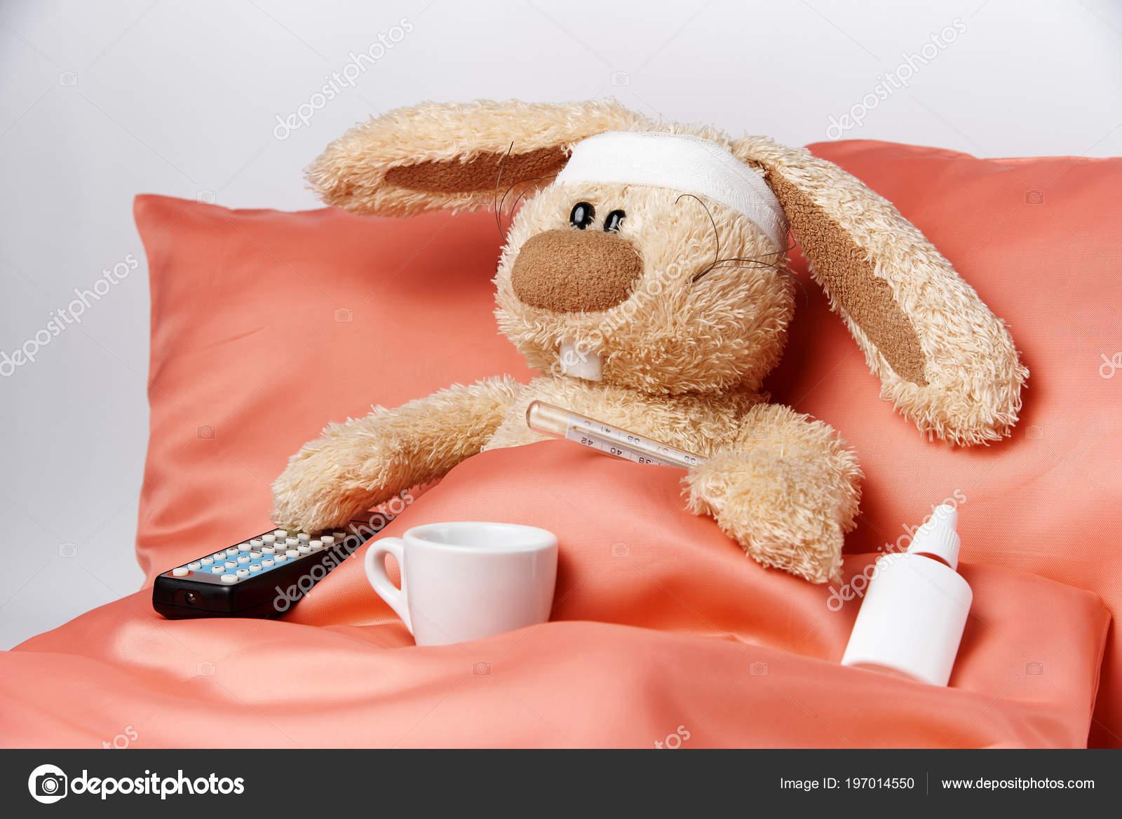 Un smiley pour ton humeur ! - Page 38 Depositphotos_197014550-stock-photo-toy-unhealthy-rabbit-thermometer-remote