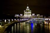 éjszaka Moszkva kilátás a Zaryadye Park folyó Moszkva