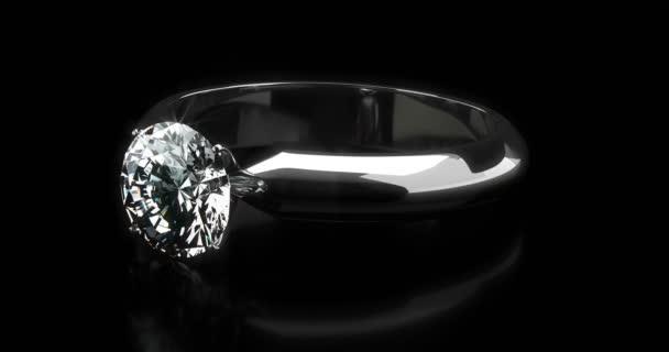 Solitare Ring auf schwarzem Hintergrund