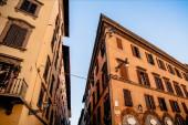 Fotografie gemütliche enge straße mit schönen historischen gebäuden in florenz, italien