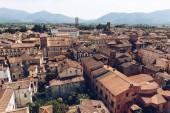 Letecký pohled na budov ve starém městě, Pisa, Itálie