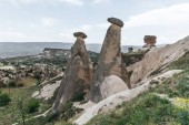 Photo majestic landscape with eroded bizarre rock formations in famous cappadocia, turkey