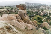 Photo beautiful landscape with eroded bizarre rock formations in famous cappadocia, turkey