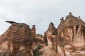 Fotografie krásné skalními útvary v slavné Kappadokie, Turecko