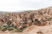 Photo beautiful landscape with majestic rock formations in cappadocia, turkey