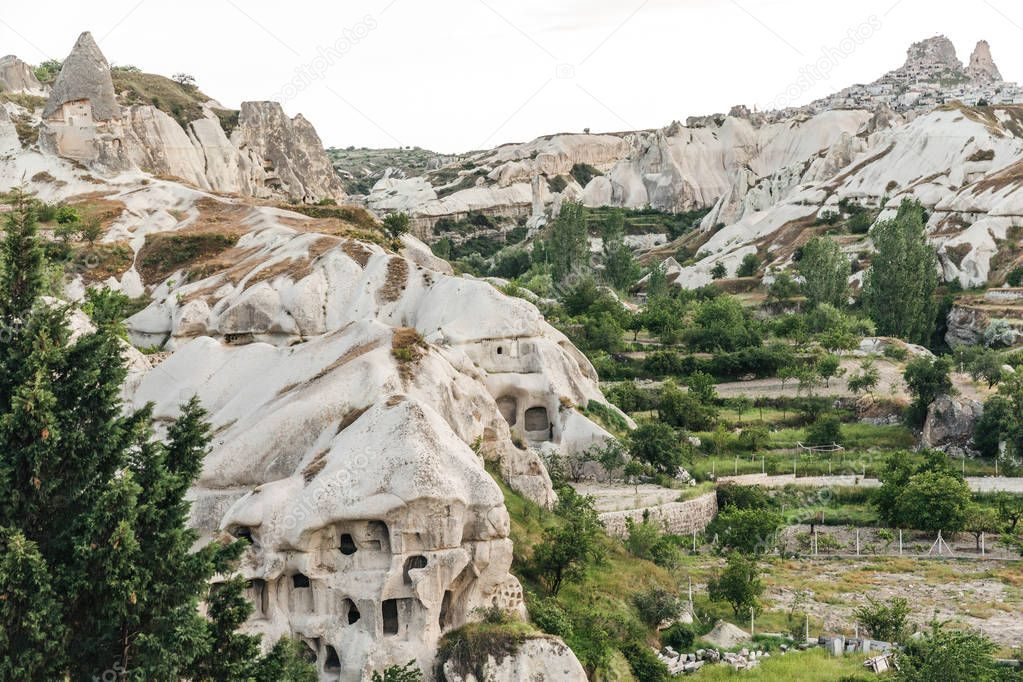 Фотообои beautiful view of caves and rocks in goreme national park, cappadocia, turkey