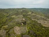 vista aerea di campi e colline in provincia di arezzo, Italia
