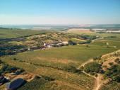 Letecký pohled na krajinu s poli a budov, Česká republika