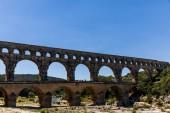 Provenza, Francia - 18 giugno 2018: Pont du Gard (ponte di Gard) antico acquedotto romano attraverso fiume Gardon in Provenza, Francia