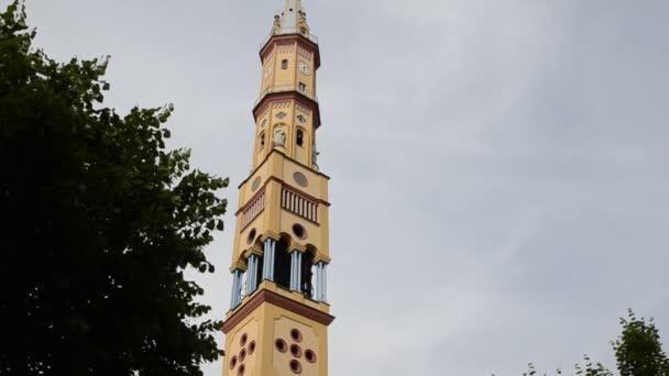 Turin, Piemont, Italien. Mai 2018. Kirche unserer lieben Frau von Wahlrecht und Santa Zita. Der Glockenturm mit seinen 83 Metern ist der fünfte höchste Gipfel der Stadt Turin. Bewegung von oben nach unten