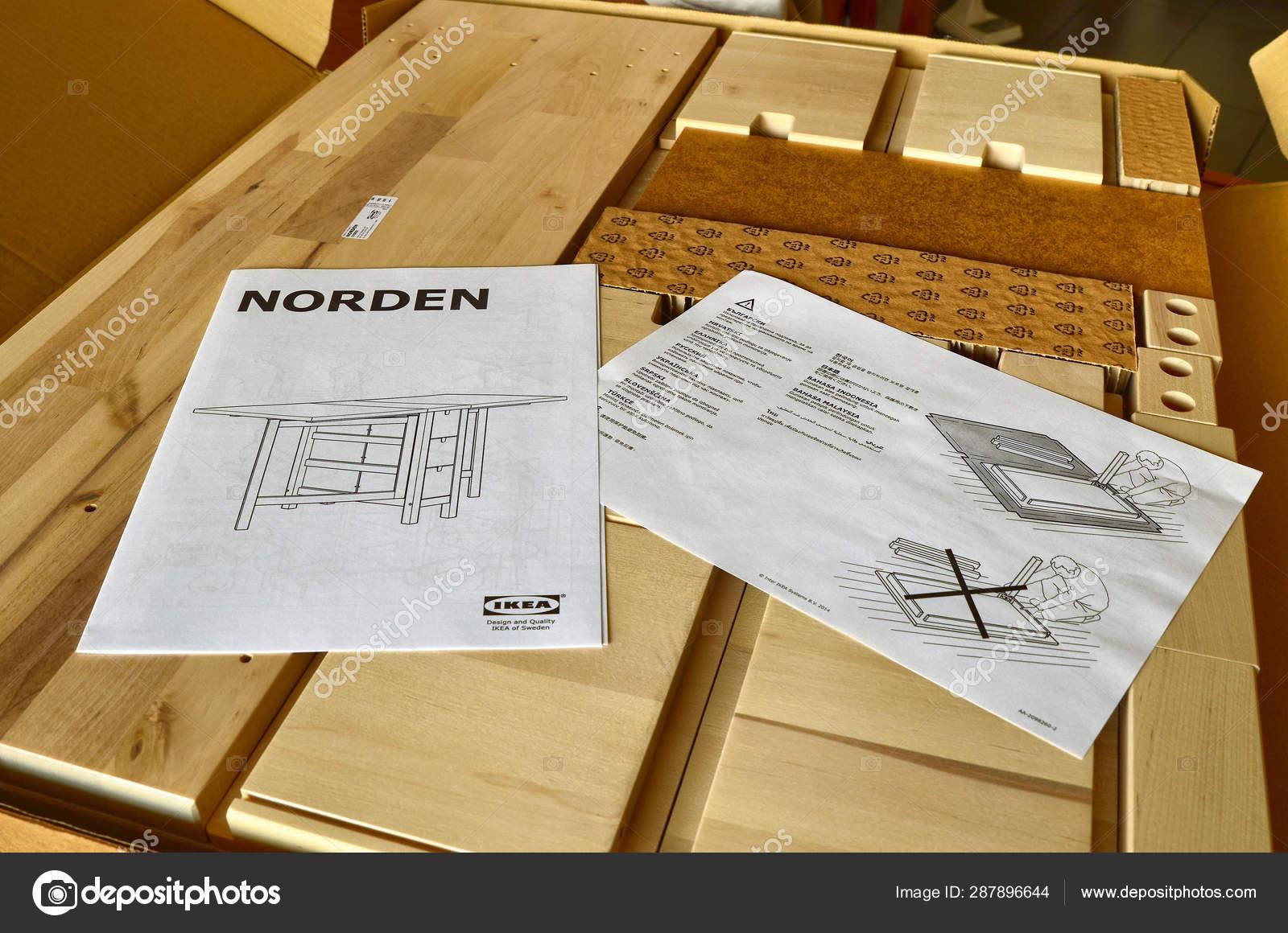 Montageanleitung Fur Das Ikea Redaktionelles Stockfoto C Massimoparisi 287896644