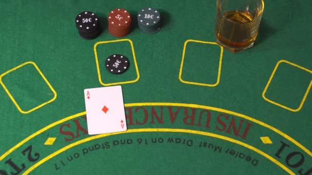 Blackjack hráč rozdělení ES a vyhrát v kasinu