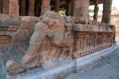 Zábradlí dekorace yeli jezdců, Deivanayaki Ammánu šintoistické svatyni, Darasuram, chrám Airavatesvara, Tamil Nadu, Indie