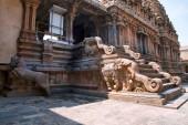 Severní vchod do mandapa, Frenky svatyně, Brihadisvara chrámový komplex, Tanjore, Tamil Nadu, Indie. Pohled od severu na východ