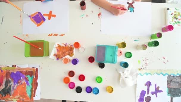 Roztomilé děti, malování ve školce