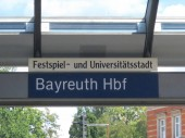 Fotografie Zeichen der Bayreuther Hauptbahnhof Festspiel Und Universitatsstadt